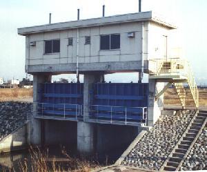 荒川排水樋門ゲート(建設省)