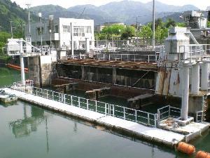 中野発電所 取水口網場(関西電力)