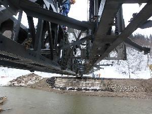 利賀村上百瀬地区 応急組立橋 架設状況